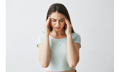 Durerile de cap dimineața. Ce sunt ele și cum le evităm?